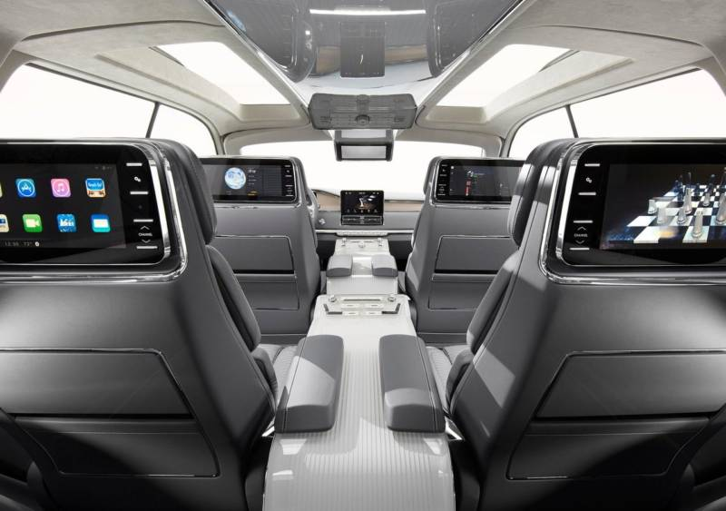2017-Lincoln-Navigator-interior with screens