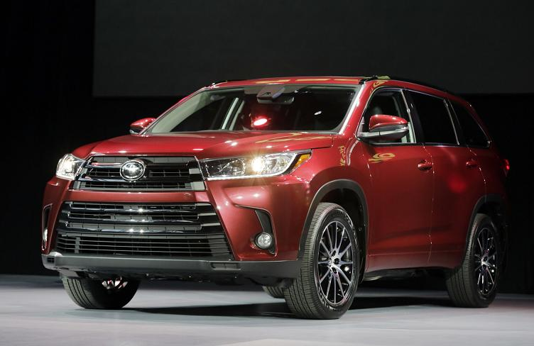 2017 Toyota Highlander redesigned on the car show